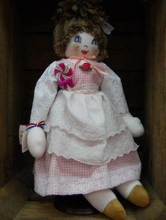 Rose, poupée Belle époque.... http://www.lamaisondemathurine.com/ours-en-peluche-de-createur/les-poupees-tissu/