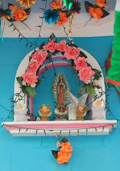 Mexican shrine...and turquoise no less...gush. www.mexicana-nirvana.com