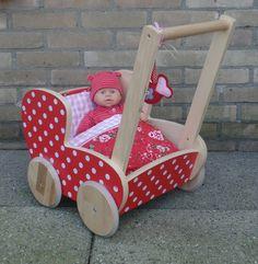 Rood met witte stippen! Poppenwagen Madewithlovebygreet.blogspot.com