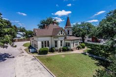 Lampasas Tx A Queen Anne Victorian Replete With Turret This Is One Of