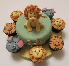 Animal cake and cupcakes Cake for family cupcakes for friends