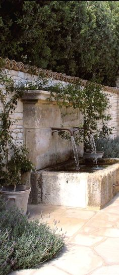 22 unique DIY fountain ideas to upgrade your garden – wall fountain in … - Modern Diy Fountain, Water Wall Fountain, Indoor Fountain, Walled Garden, Water Features In The Garden, Outdoor Water Features, Front Yard Landscaping, Landscaping Ideas, Courtyard Landscaping