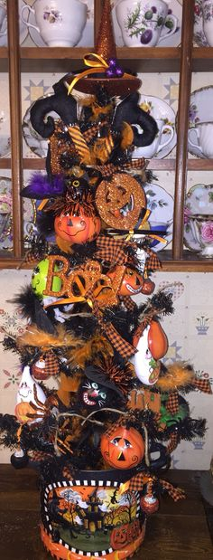 Halloween Tree created by Lisa Stuckey