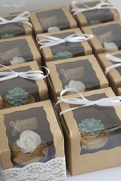 Wedding favor ideas + inspiration to help you ditch the favors guests will toss and give them something unique that they'll want to keep! Cute favor ideas, sustainable wedding favors, food favors, DIY wedding favors and other favors that guests will love! Wedding Favors And Gifts, Cupcake Wedding Favors, Creative Wedding Favors, Wedding Tokens, Wedding Souvenir, Wedding Bands, Unusual Wedding Favours, Wedding Cake Boxes, Summer Wedding Favors