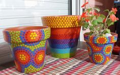 Macetas pintadas a mano. Flowerpots. Facebook: A'cha Pots. achapots@hotmail.com Painted Plant Pots, Painted Flower Pots, Ceramic Flower Pots, Clay Pot Crafts, Diy Crafts, Flower Pot Design, Mosaic Pots, Diy Bottle, Mosaic Projects