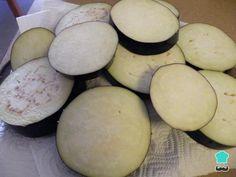 Receta de Berenjenas con queso al horno - Paso 4 Potatoes, Vegetables, Food, Ham And Cheese, Bon Appetit, Other Recipes, Baked Eggplant, Baked Cheese, Avocado Salad