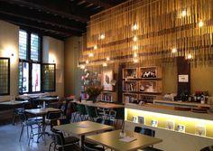 Staal: Gedempte oude gracht 46  bewust ontbijt of lunch, koffie, nieuwe werken, momentje rust met een boek en gezellige avonden met vrienden
