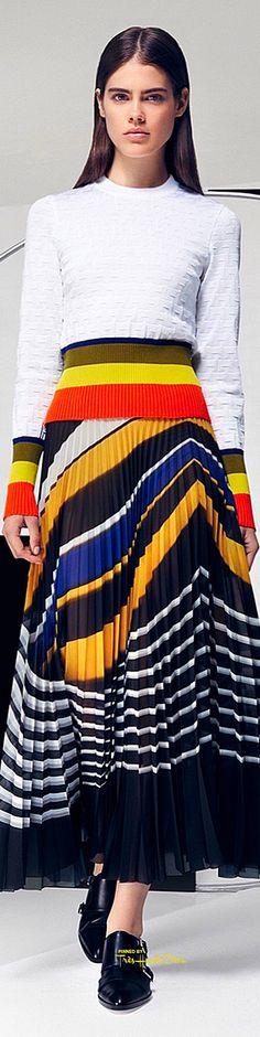 Get inspired and discover Mary Katrantzou trunkshow! Shop the latest Mary Katrantzou collection at Moda Operandi. Mary Katrantzou, I Love Fashion, High Fashion, Fashion Show, Fashion Design, Runway Fashion, Fashion Trends, Fashion Spring, Costume