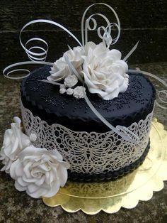 White Rose by Galito Royal Icing Cakes, Cake Icing, Cupcake Cakes, Gorgeous Cakes, Pretty Cakes, Amazing Cakes, Crazy Cakes, Fancy Cakes, Bolo Cake