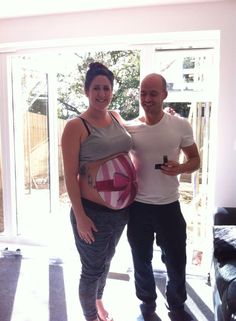 Dad-To-Be Proposes To His Pregnant Girlfriend With Baby Bump Painting That Was Revealed In The Mirror