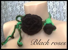 Vând colier reglabil cu trandafir si boboc de trandafir negru.