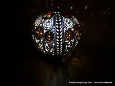 Photophore PH0416N18 Calebasse du Sénégal Diamètres : 18,8 cm /16,5 cm Perforations : 1.3 mm à 6 mm Teintes  et vernis bois Fermetures avec aimants Eclairage : LED piles CR2032
