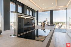 Penthouse with luxury interior, located in The Hague. The very versatile Martin van Essen Kitchens & Interiors has provided the … Kitchen Interior, New Kitchen, Kitchen Modern, Home Design Decor, House Design, Home Decor, Luxury Interior, Interior Design, Luxury Kitchen Design