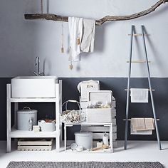 Buy John Lewis Croft Collection Kitchen Ladder - could dad build something similar? Rustic Lodge Decor, Rustic Farmhouse Decor, Pallet Home Decor, Pallet Furniture, Girl Apartment Decor, Lid Storage, Rustic Shelves, Do It Yourself Home, Living Room Bedroom