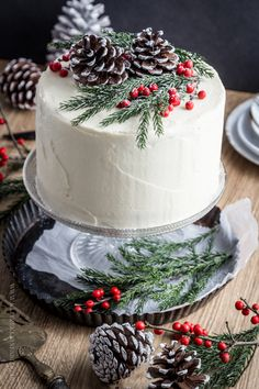 78 Classic Christmas Cake Decorating Ideas - chic better Make sure you check out each of the cake ideas below. And get inspired and get some great ideas for your Christmas cake decorating ideas. Christmas Cake Decorations, Christmas Sweets, Holiday Cakes, Noel Christmas, Christmas Goodies, Holiday Treats, Christmas Baking, Christmas Wedding Cakes, Winter Wedding Cupcakes