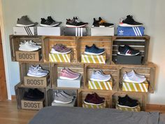 diy Sneakers/sepatu How To Buy A Persian Rug A Persian rug is not only a home decoration, it is a fu Shoe Shelves, Ikea Shelves, Sneaker Regal, Shoe Box Storage, Storage Ideas, Sneaker Storage, Diy Shoe Rack, Shoe Racks, Sneakers Box
