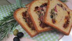 Brot gewickelt in Oliven und Salami: Das Rezept aus Enie backt