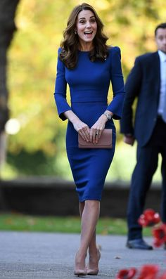 Duchess Kate: The Duchess of Cambridge Views Letters from Relatives Who Died During Style Kate Middleton, Kate Middleton Outfits, Princess Kate Middleton, Kate Middleton Fashion, Kate Fashion, Royal Fashion, Look Fashion, The Duchess, Duchess Of Cambridge