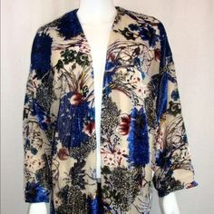 """ZARA ORIENTAL VELVET DEVORE KIMONO ZARA DEVORE ORIENTAL KIMONO  SS'15  ONE SIZE ONLY : M  COMPOSITION     EXTERIOR           MAIN FABRIC: 71% VISCOSE, 29% POLYAMIDE      LINING      100% VISCOSE    Sleeve length: 26"""" / 67cm Sleeve Width: 11"""" / 28cm Full Length: 36"""" / 92cm   PLEASE ASK ANY QUESTIONS YOU MAY HAVE BEFORE PURCHASE Zara Other"""