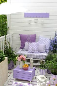 Cottage garden decoration / romantic shabby chic gardening violet lavender purple shade / portal bench with cushions – yuli-nails salazar – # balcony planting Informations About Häuschengartendekoration / romantischer Shabby Chic, der violetten … Outdoor Furniture Sets, Furniture, Shabby Chic Decor, Balcony Decor, Beautiful Decor, Porch Decorating, Chic Decor, Home Decor, Home Deco