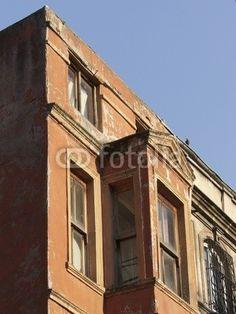 Heruntergekommene Fassade in der Altstadt von Istanbul Beyoglu am Bosporus in der Türkei