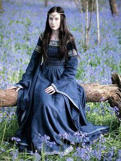 Robe médiévale en lin « Dame du Lac Medieval Costume, Medieval Dress, Medieval Fantasy, Renaissance Dresses, Renaissance Fair, Medieval Fashion, Medieval Clothing, Steampunk Clothing, Steampunk Fashion