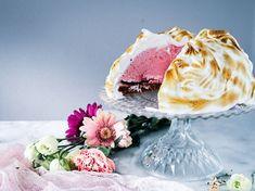 Vegaaninen uunijäätelökakku. Bombe alaska. Aquafaba, Vegan Baking, No Bake Desserts, Panna Cotta, Sweet Tooth, Ice Cream, Eat, Alaska, Ethnic Recipes