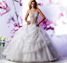 I love this dress its so beautiful.