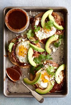 These Huevos Rancheros are layered with homemade chipotle salsa, fried eggs, crumbled cheese and plenty of avocado! Perfect for any breakfast gathering Brunch Chicago, Healthy Breakfast Recipes, Healthy Recipes, Diabetic Recipes, Homemade Chipotle, Whats Gaby Cooking, Huevos Rancheros, Breakfast Pizza, Steak Breakfast
