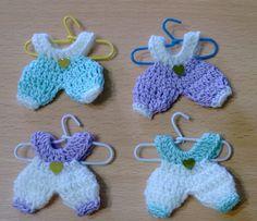 Afbeeldingsresultaat voor souvenir tejidos a crochet para baby shower Quick Crochet, Cute Crochet, Crochet Motif, Crochet Flowers, Crochet Baby, Knit Crochet, Crochet Patterns, Crochet Doll Dress, Barbie