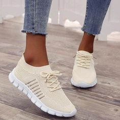 Tenis Casual, Casual Sneakers, Casual Shoes, Women's Casual, Casual Summer, Beige Sneakers, Women's Sneakers, Running Shoe Brands, Running Shoes