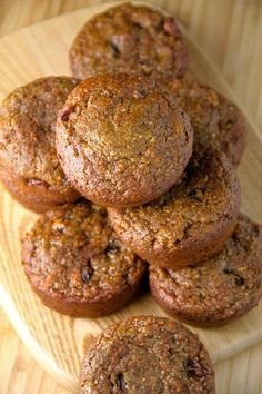 These delicious Flourless Morning Glory Muffins are gluten-free, refined sugar-free, dairy-free, oil-free and whipped up in the blender in under 5 minutes flat! Just add 2 TBSP of Brewers Yeast, and these will make a yummy lactation muffin! Healthy Muffins, Healthy Sweets, Healthy Baking, Healthy Snacks, Healthy Recipes, Gluten Free Carrot Muffins, Sugar Free Muffins, Gluten Free Chocolate Muffin Recipe, Paleo Zucchini Muffins