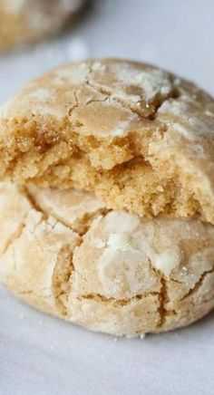 Brown Butter Cinnamon Crinkle Cookies Best Crinkle Cookies is part of Easy cookie recipes - Brown Butter Cinnamon Crinkle Cookies are sweet, full of brown butter and cinnamon goodness, and coated in powdered sugar for that perfect crinkle look! Köstliche Desserts, Delicious Desserts, Dessert Recipes, Yummy Food, Healthy Food, Dinner Recipes, Yummy Cookies, Yummy Treats, Sweet Treats