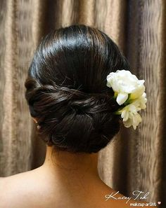polished+chignon+with+hair+flowers