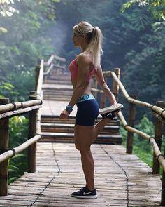 """Great things never came from comfort zones"" @adrienne_koleszar #running #instarunners #runhappy #trailrunning #runitfast #runtoinspire #runchat #runnersofinstagram #happyrunner #womensrunningcommunity #runlikeagirl #runnerspace #instarun #runnersworld #runnergirl #runnerslife #wearetherunners #igrunners #runnershoutouts #runners #runshots #runnerscommunity #worlderunners #runforlife #runnershigh #loverunning #irun #seenonmyrun #trailrunner #time2run"
