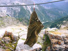 Die Lederhose auf dem Berg. #Lederhose #Berge #Hirsch #Leder #Bergsteigen #Berg #Natur #Mode