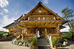 O góralach zwykło się mówić, że to ludzie charakterni i barwni. Takie też jest tradycyjne góralskie wesele: huczne, kolorowe i obfite. Choć pojawiają...