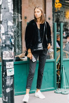 PFW-SS18-Paris_Fashion_Week-Street_Style-Vogue-Collage_Vintage-50-1-1800x2700.jpg (1800×2700)