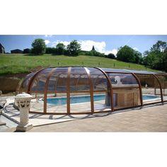 """Le prix d'un abri de piscine en bois varie selon de nombreux critères.<span class=""""normal italic"""">© AbriOne</span>"""