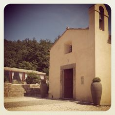 Little Tuscan chapel. Design by The Lake Como Wedding Planner #lakecomo #wedding #weddingplanner