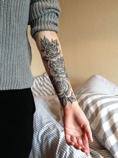 Super Cool Wrist Tattoos For Women