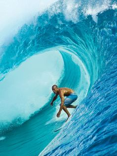 Robert Kelly Slater Cocoa Beach, Florida, USA is an American professional surfer. Kelly Slater, Big Waves, Ocean Waves, Surf Mar, Big Wave Surfing, Sup Yoga, Surfing Pictures, Surf City, Windsurfing