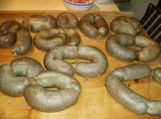Bagel, Carne, Sausage, Diy And Crafts, Bread, Recipes, Pork, Canning, Romanian Recipes