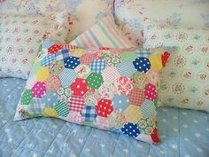 méthode des hexies : parfait pour les chutes de tissu ! patchwork hexie pillow