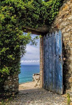 Дверь в море