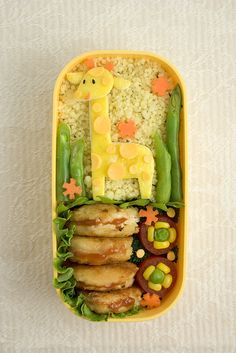 20 Easy Bento Lunch Boxes by AnnaTheRed   Check out more details about Girrafe bento at Parenting.com!  Also visit www.annathered.com for more bento!