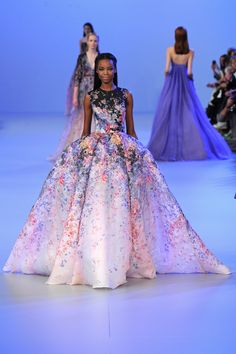 Elie Saab Spring 2014 Couture–For Elie Saab's spring-summer 2014 haute couture collection, the designer found himself inspired by the work of Sir Lawrence… Elie Saab Haute Couture, Haute Couture Fashion, Look Fashion, Fashion Show, High Fashion, Fashion 2014, Fashion Spring, Trendy Fashion, Pretty Dresses