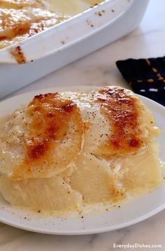 Cheesy low-carb turnips au gratin recipe video Turnip Recipes, Vegetable Recipes, Rutabaga Recipes, Low Carb Recipes, Cooking Recipes, Healthy Recipes, Vegetarian Recipes, Low Carb Diet, Food Videos