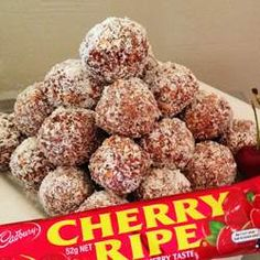 Cherry Ripe balls - great as a gift (if they make it that far! BellyBelly's FAMOUS Cherry Ripe Balls recipe since 2010 - hide in the laundry and don't share them. Xmas Food, Christmas Cooking, Sweets Recipes, Cooking Recipes, Candy Recipes, Easy Desserts, Bellini Recipe, Aussie Food, Australian Food