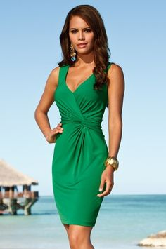 This color is beautiful, the dress is gorgeous Emerald Dresses, Professional Wear, Clothing Sites, Dress Me Up, Stylish Outfits, Beautiful Outfits, Dress To Impress, Dress Skirt, Nice Dresses